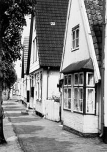 Giebelständige Häuser prägen die Lange Straße in Arnis.