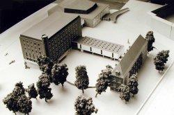 Dieser Entwurf der Hamburger Architekten Sprotte und Neve für den Wiederaufbau des Kieler Schlosses siegte 1957 im Architektenwettbewerb und wurde realisiert
