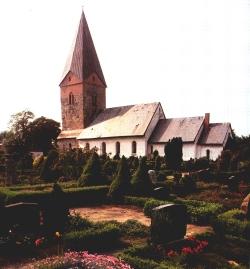 Die Kirche von Hattstedt in Nordfriesland macht augenfällig, wie die Kirchen im Laufe der Jahrhunderte gewachsen sind