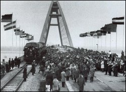 """Festliche Eröffnung der Fehmarnsundbrücke im Zuge der """"Vogelfluglinie"""" am 30. April 1963"""