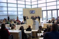 """""""Belastungsprobe"""" des neuen Plenums am 5.3.2003. Mitarbeiter der Verwaltung testen für die Landtagsabgeordneten"""