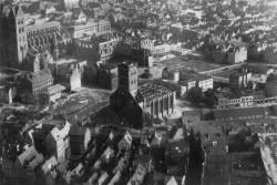 Luftansicht auf das zerstörte Lübeck. Das Bild ist undatiert und muß zwischen 1942 bis 1944 entstanden sein.