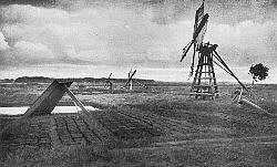 Mobile Entwässerungsmühlen und Torfstiche in Ostroher Moor bei Heide um 1910