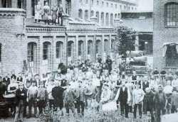 Belegschaft der Tuchfabrik C.F.Köster aufgenommen um 1870