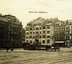 """Der Provinziallandtag hat nie ein eigenes Haus besessen. Von 1905 bis 1920 tagte er in Kiel im """"Haus der Landwirtschaft"""" am Sophienblatt."""
