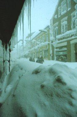 """In Husum brach der gesamte Verkehr bis in den Januar zusammen. Die """"Neustadt"""" war einst der legendäre Treibweg zum Husumer Ochsenmarkt"""