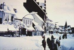 Die nachbarschaftshilfe wurde neu entdeckt, Schneeschieber und Schaufel wurden zu ständigen Begleitern