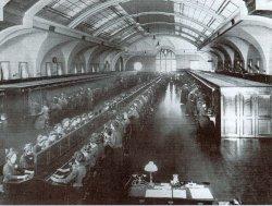 Blick in den Vermittlungsraum des Ortsamtes im Fernsprechamt Hamburg-Altona 1912. Mit 45.000 Anschlüsse war das Fernsprechamt vor dem ersten Weltkrieg die größte Vermittlungsstelle weltweit