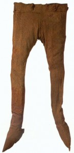 Das außergewwöhnliche: in dem Hochmoor haben sich Textilien wie diese wahrscheinlich römische Reithose erhalten