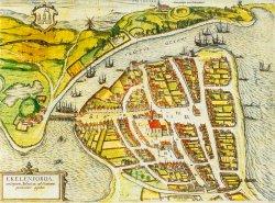 """Eckernförde – Mühle und Felder vor der Stadt, Holzpalisaden, Schiffslandeplätze, der große Markt; das kolorierte """"Luftbild"""" erzählt viel darüber, was die Stadt brauchte und wie sie versorgt wurde"""