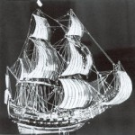 """Das """"Lübecker Adler"""" genannte Modell von 1617 in Landkirchen auf Fehmarn. Das älteste erhaltene Schiffsmodell in einer Kirche Schleswig-Holsteins läßt deutlich erkennen, wie durch einen kleinen Rumpf mit großen Kanonen sowie einer im Verhältnis zu großen Takelage der Perspektive der Kirchgänger Rechnung getragen wurde"""