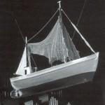 """Der Fischkutter """"Schlu 2"""" ist eine Ausnahme im 20. Jahrhundert. Das 1936 von Fischern gestiftete Modell eines Kutters stellt einen seinerzeit aktuellen Schiffstyp dar"""