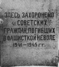 """Gemeindefriedhof Osterrönfeld """"Hier liegen 41 Sowjetbürger, die 1941-1945 in faschistischer Gefangenschaft gestorben sind"""""""