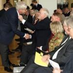 """Ministerpräsident Carstensen legte selbst Hand an, damit der Vorstand """"jubiläumsfein"""" wurde"""