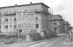 Mit einem großen Bauprogramm - wie hier in Kiel – wurde versucht, die Verluste an Wohnraum durch die Bombardierungen auszugleichen und neuen für die Flüchtlinge zu schaffen